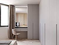 Шкаф распашной с туалетным столиком у окна