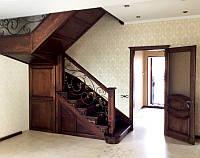 Деревянная лестница из массива дуба под заказ