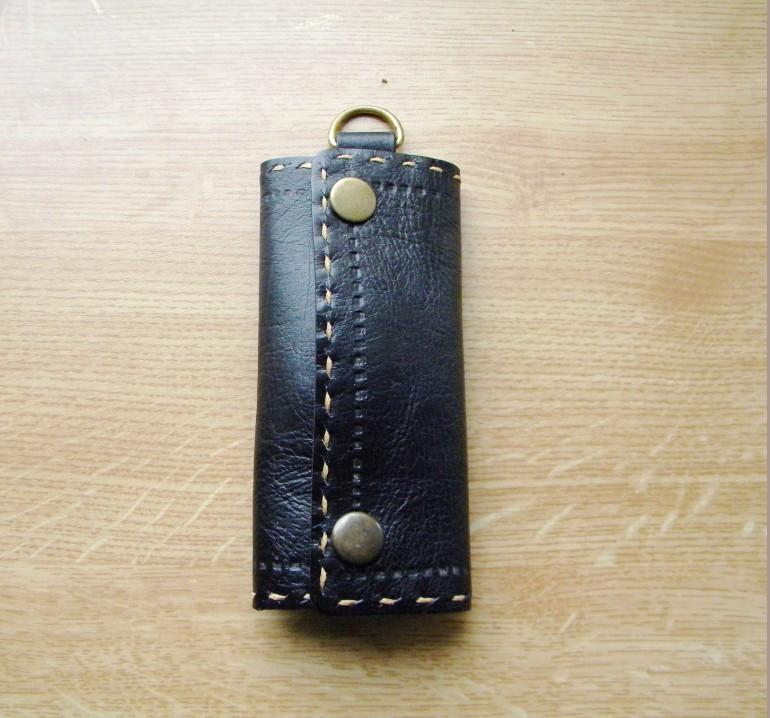 Ключница кожаная с карабином