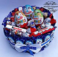 Тортик з цукерок з кіндер сюрпризами. Подарунок на День народження, ювілей, Новий рік
