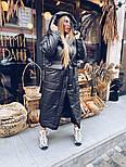 Длинное зимнее плащевое женское пальто с объемным капюшоном и карманами 1802258, фото 3