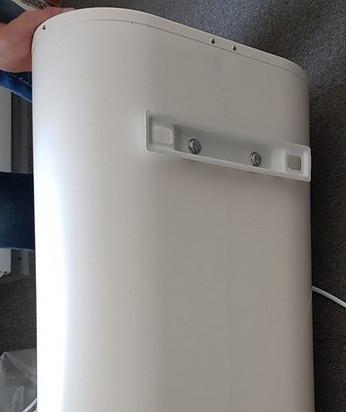 Установка водонагревателя Roda Aqua INOX 30 VM