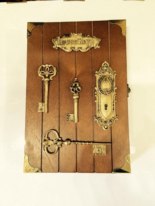 "Ключница  настенная, деревянная - ""Ключи на доске"""