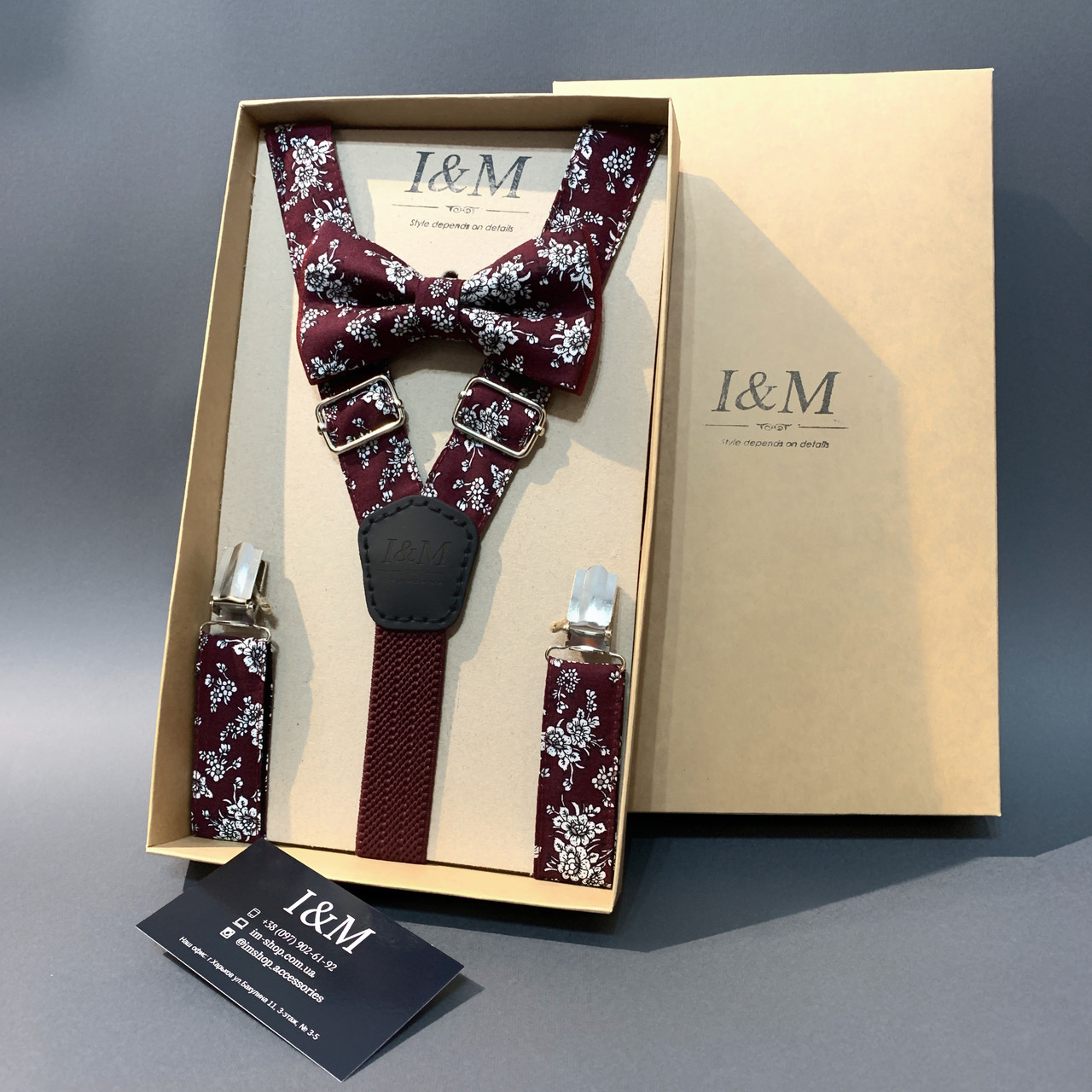 Набор I&M Craft галстук-бабочка и подтяжки для брюк бордовый в белые цветы  (030312)