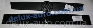 Зимняя матовая верхняя накладка на решетку на косую морду на Volkswagen T4 Transporter