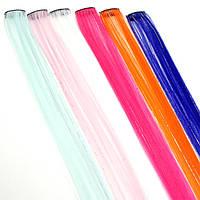Прядь искусственных волос на заколке с блестящими нитями 55 см синяя