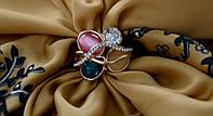 Кольцо женское с крупными камнями.