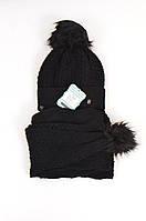 Красивый теплый шарф и шапка, украшенные помпонами от Kamea - Alisa черный