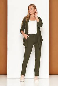 Брючный костюм двойка цвета хаки: кардиган с ассиметричным косым низом и прямые брюки L-264