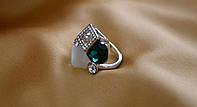 """Кольцо женское """"Куб-2"""",с зеленым камнем."""
