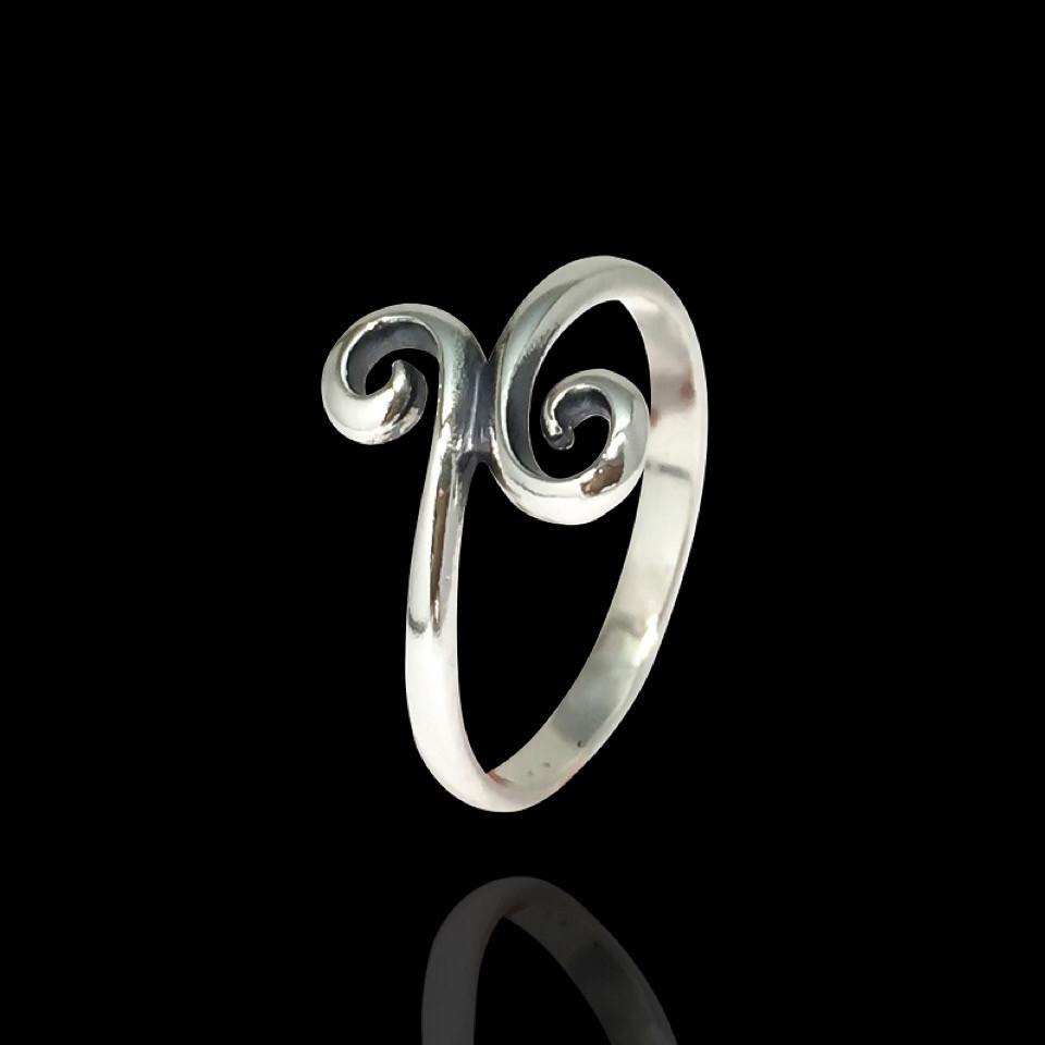 Кольцо серебряное в форме завитка