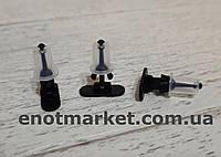 Крепление багажника много моделей Opel. ОЕМ: 1H0837719, 1065204, 157979, 106520, 90579619, 95VW257K42AA