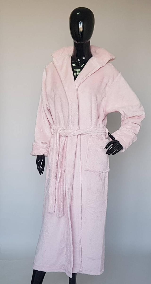 картинка женский длинный махровый халат светло-розового цвета