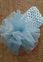 Детская повязка на голову с помпоном из фатина белая с голубым
