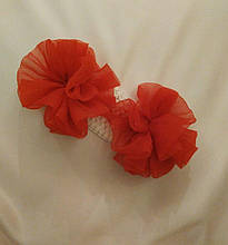 Детская повязка на голову с помпонами белая с красным