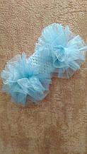 Детская повязка на голову с помпонами белая с голубым