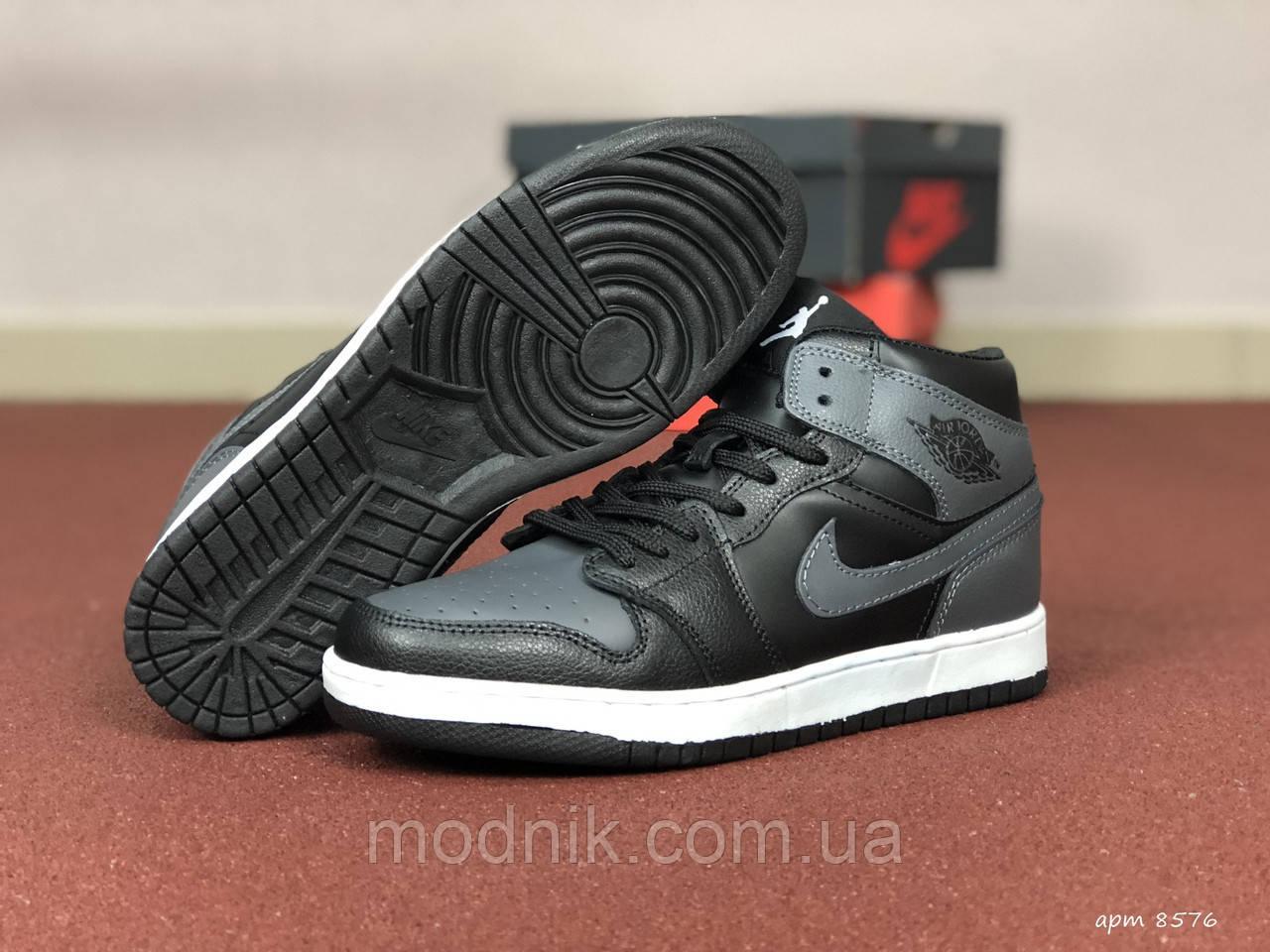 Мужские кроссовки Nike Air Jordan 1 Retro (серо-черный)