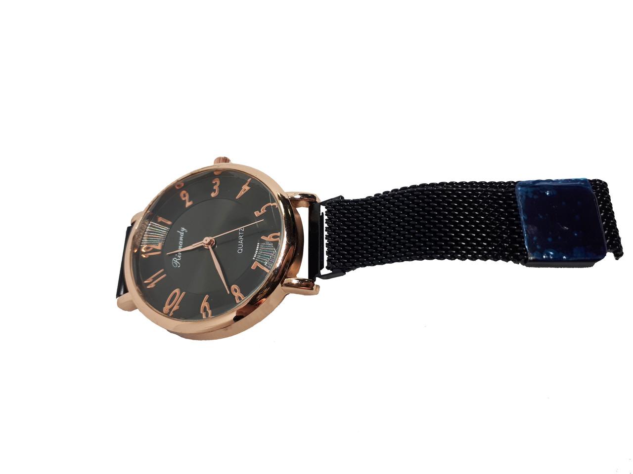 Часы кварцевые  Rinnady Arabi с камнями на  магнитном браслете . Черный