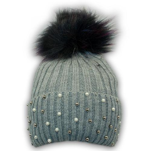 В'язана шапка з намистинками