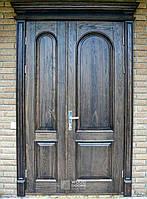 Двери деревянные полуторные с порталом из ясеня.