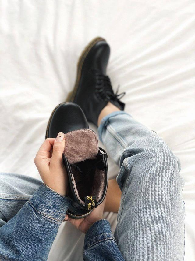 Зимние женские ботинки Dr. Martens 1460 Black Fur  фото