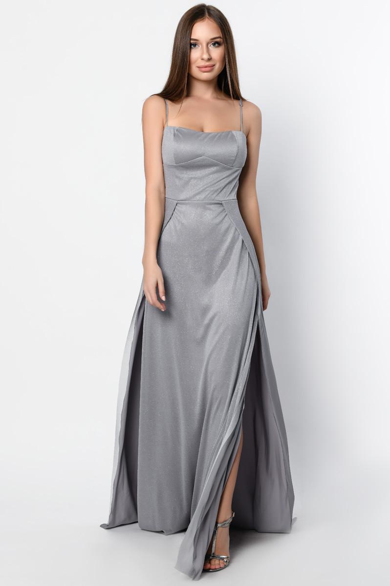 Нарядное вечернее платье в пол с разрезом серое