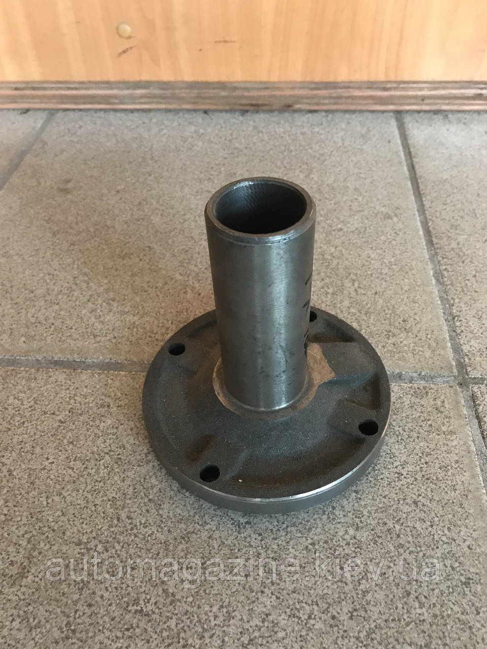 Крышка подшипника первичного вала КПП Волга (4-х ступка)