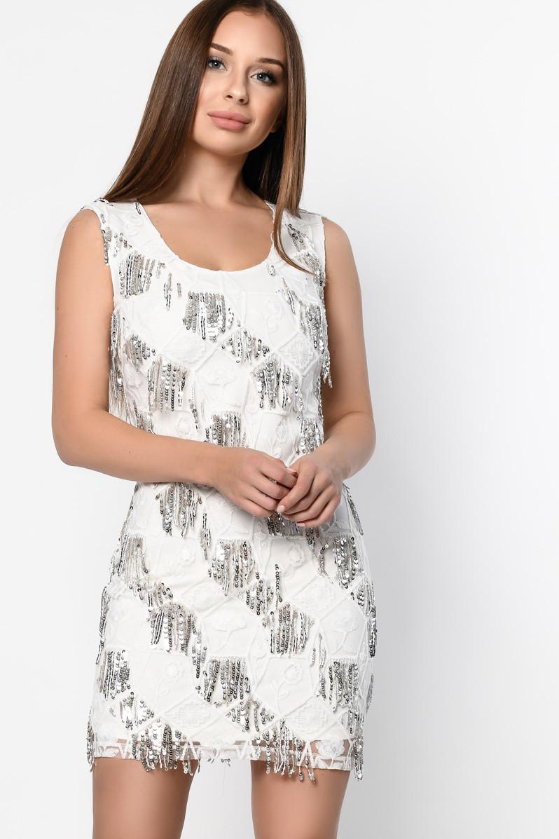 Коктейльное платье-мини белого цвета с пайетками