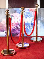 Декоративні стовбчики та червона доріжка, фото 1