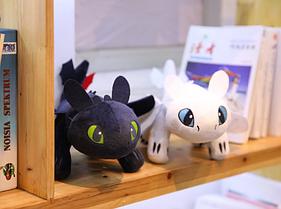 Оригинальная плюшевая игрушка Белая Фурия от компании DreamWorks. Дракон Беззубик Как приручить дракона 26 см.