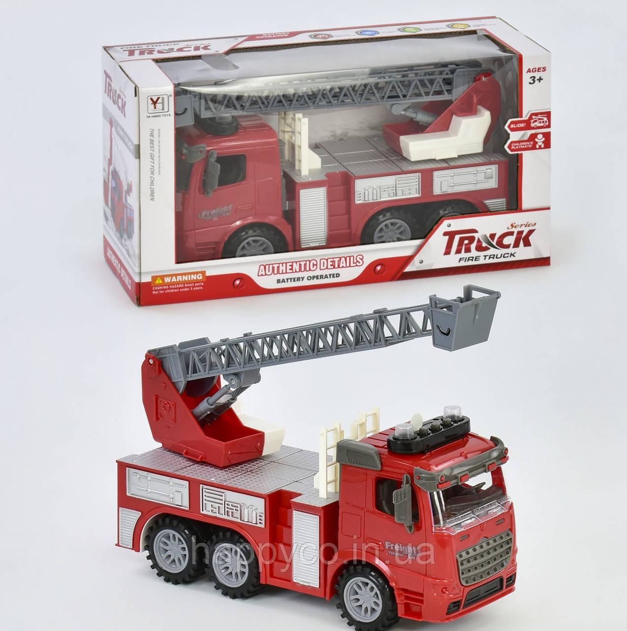 Пожарная машинка  на батарейках, световые и звуковые эффекты, повреждена немного слюда в упаковке