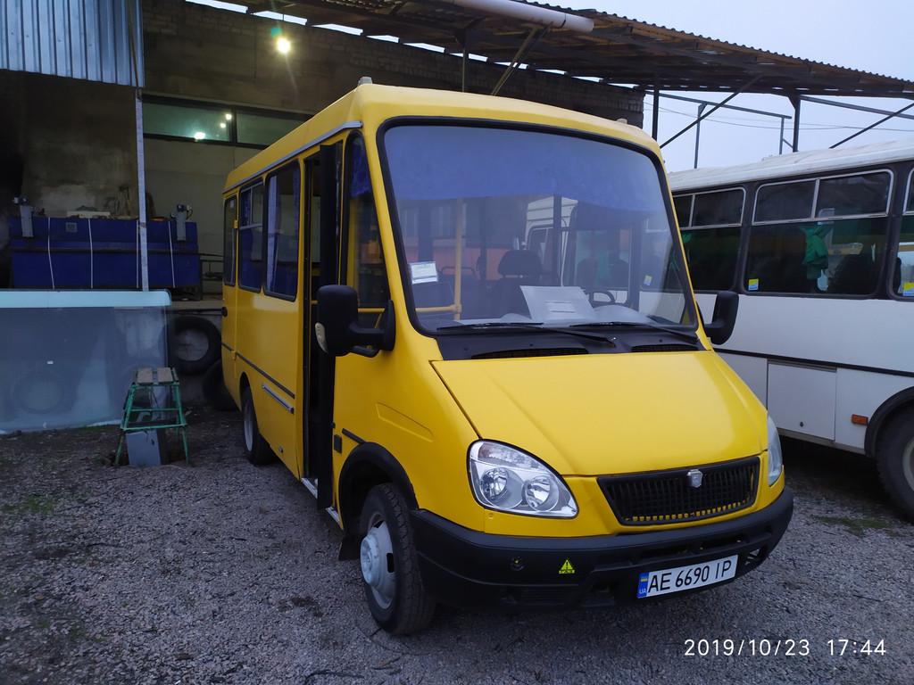 """Производство и замена лобового стекла триплекс на автобусе БАЗ 2215 """"Дельфин""""  в Никополе (Украина)."""