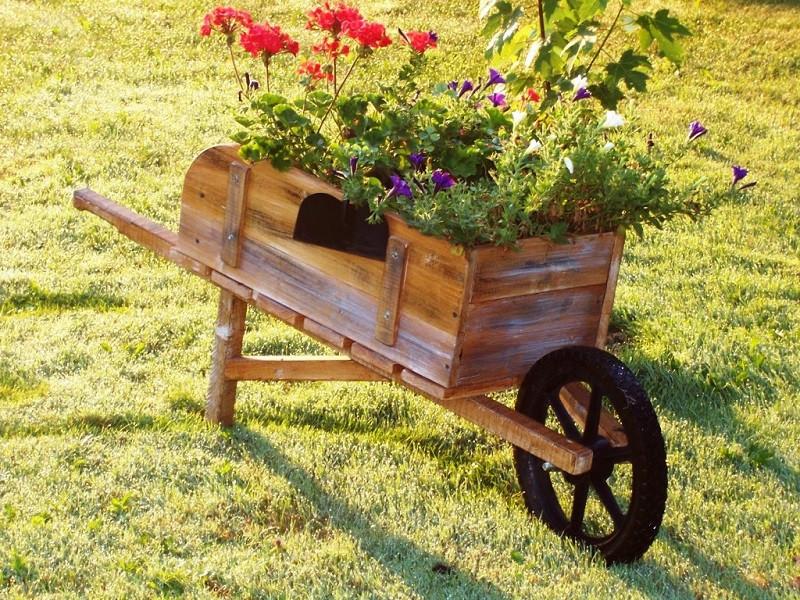 Декоративные тележки для сада