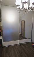 Встроенный шкаф-купе с системой раздвижных дверей в детскую