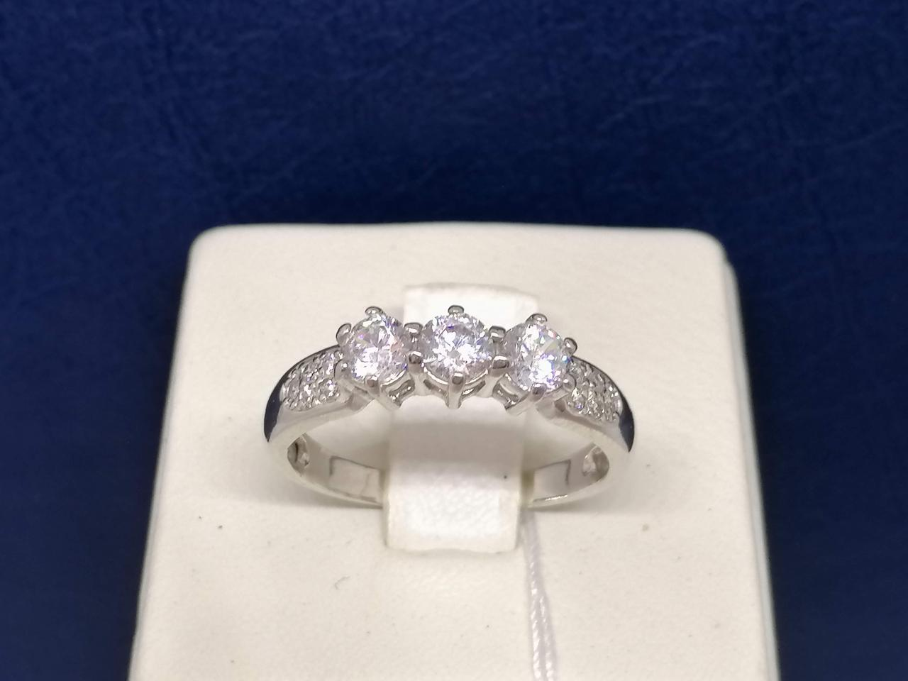 Серебряное кольцо с фианитами. Артикул 71711Б 18,5