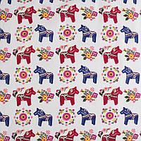 Деко-лен молочный в сине-бордовые лошадки, цветы ш.150 (20501.018)