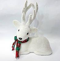Новогодний декор Олень с шарфом, цвет - белый 26 см