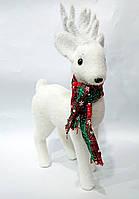 Новогодний декор Олень с шарфом, цвет - белый 39 см