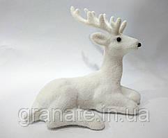Новогодний декор Олень, цвет - белый 14 см