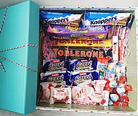 Подарунковий набір з солодощами SweetBox