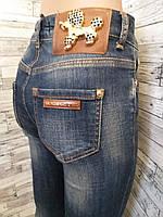 Женские темные джинсы с завышенной талией