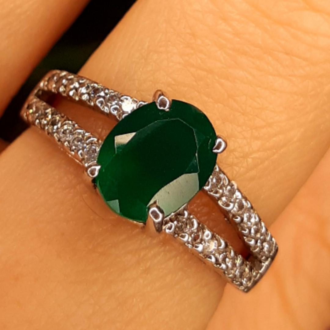 Серебряное кольцо с зеленым агатом 18 р.