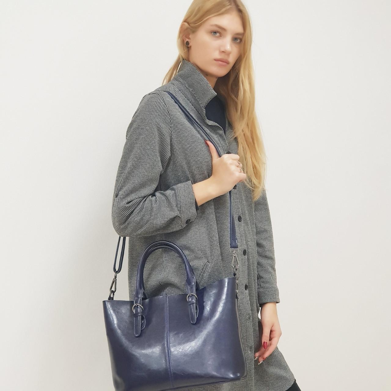 Женская  синяя сумка из натуральной кожи большая повседневная