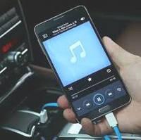 Как зарядить телефон в машине
