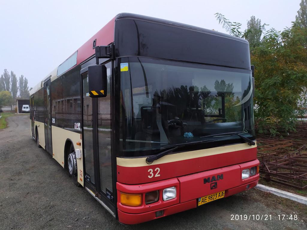 Производство и замена лобового стекла триплекс на автобусе MAN A21 NL 223  в Никополе (Украина).