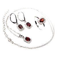 Шикарный серебряный комплект: кольцо (размер кольца 16), серьги и кулон с камнем Гранат Мозамбик (Бразилия).