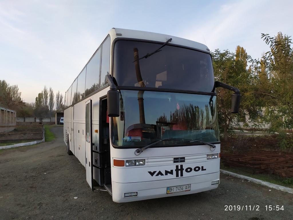 Производство и замена лобового стекла триплекс на автобусе Van Hool EOS 200 в Никополе (Украина).