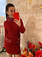 Вязаное женское бордовое платье с карманами