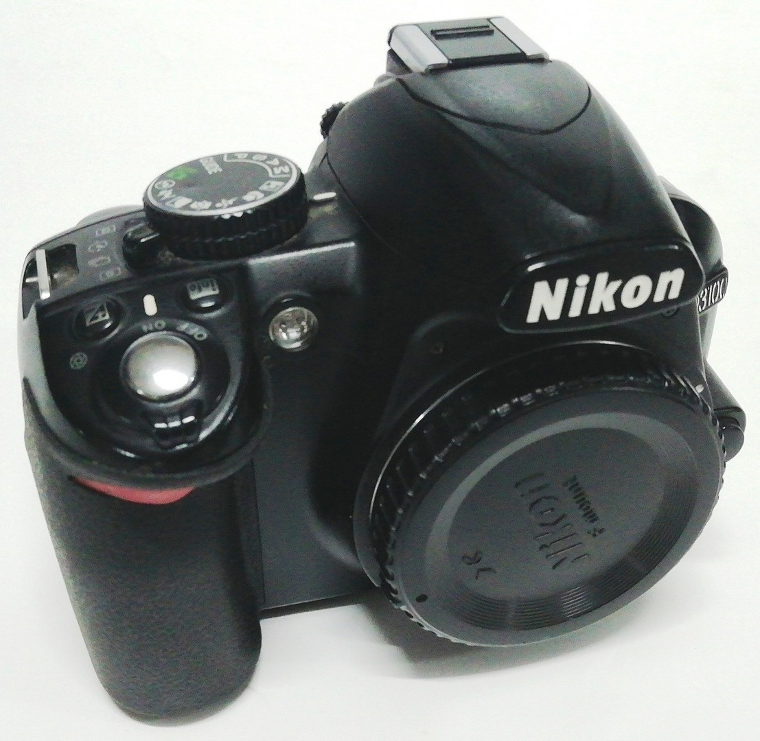 Зеркальный фотоаппарат Nikon D3100, матрица 14.8 МП (APS-C)