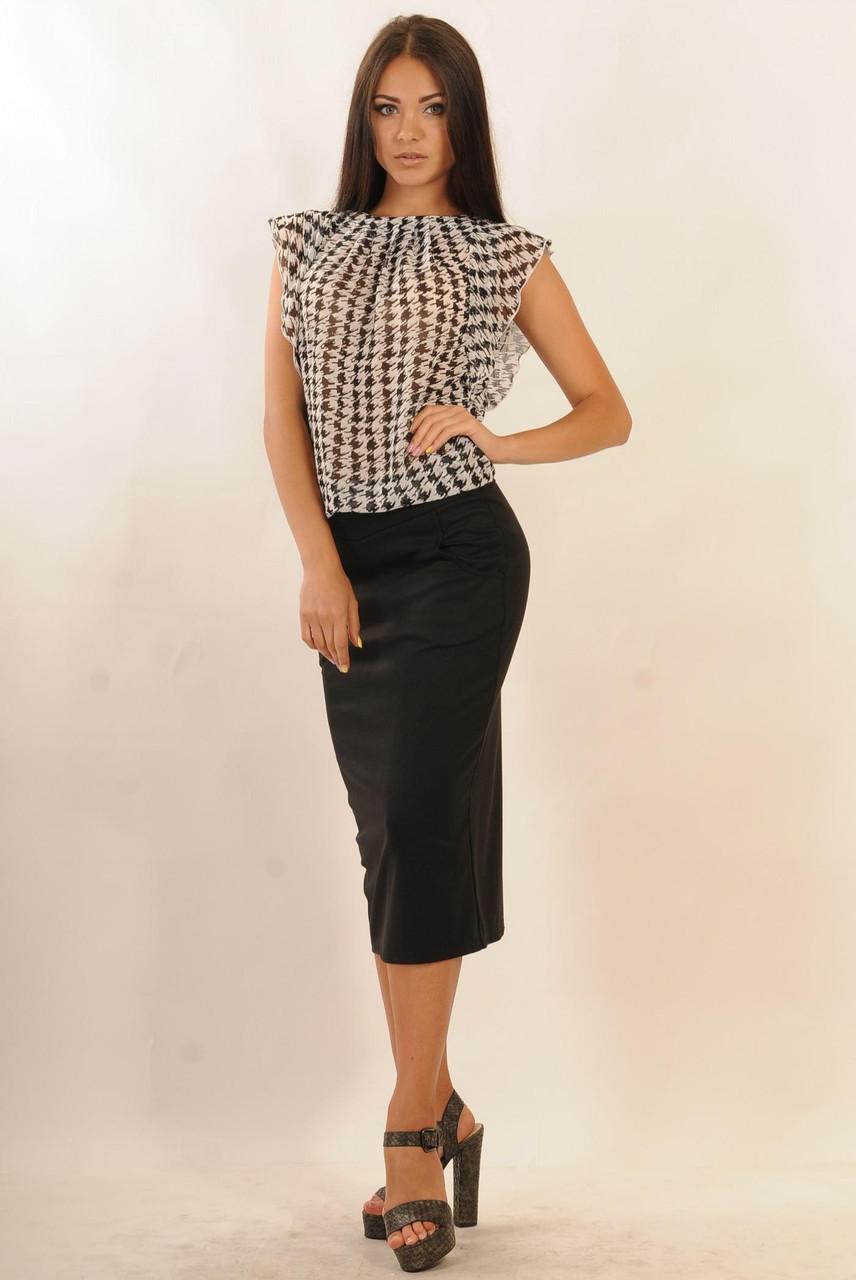 Зауженная юбка длиной ниже колена - миди, по бокам два кармашка, декоративная кокетка украшает верхнюю часть.